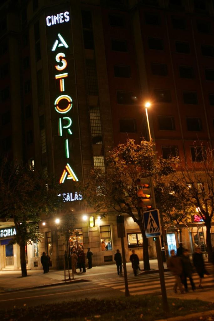 ULTIMA PROYECCION DE LOS CINES ASTORIA DONOSTI  15.11.2004 FOTO   JOSE MARI LOPEZ